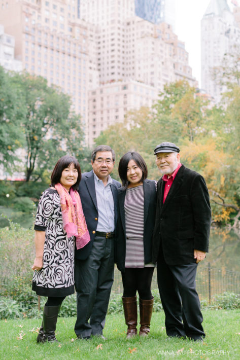 Hop over to new york for a quick day trip i had so much fun catching up with maki and photographing her family with the autumn leaves in central park